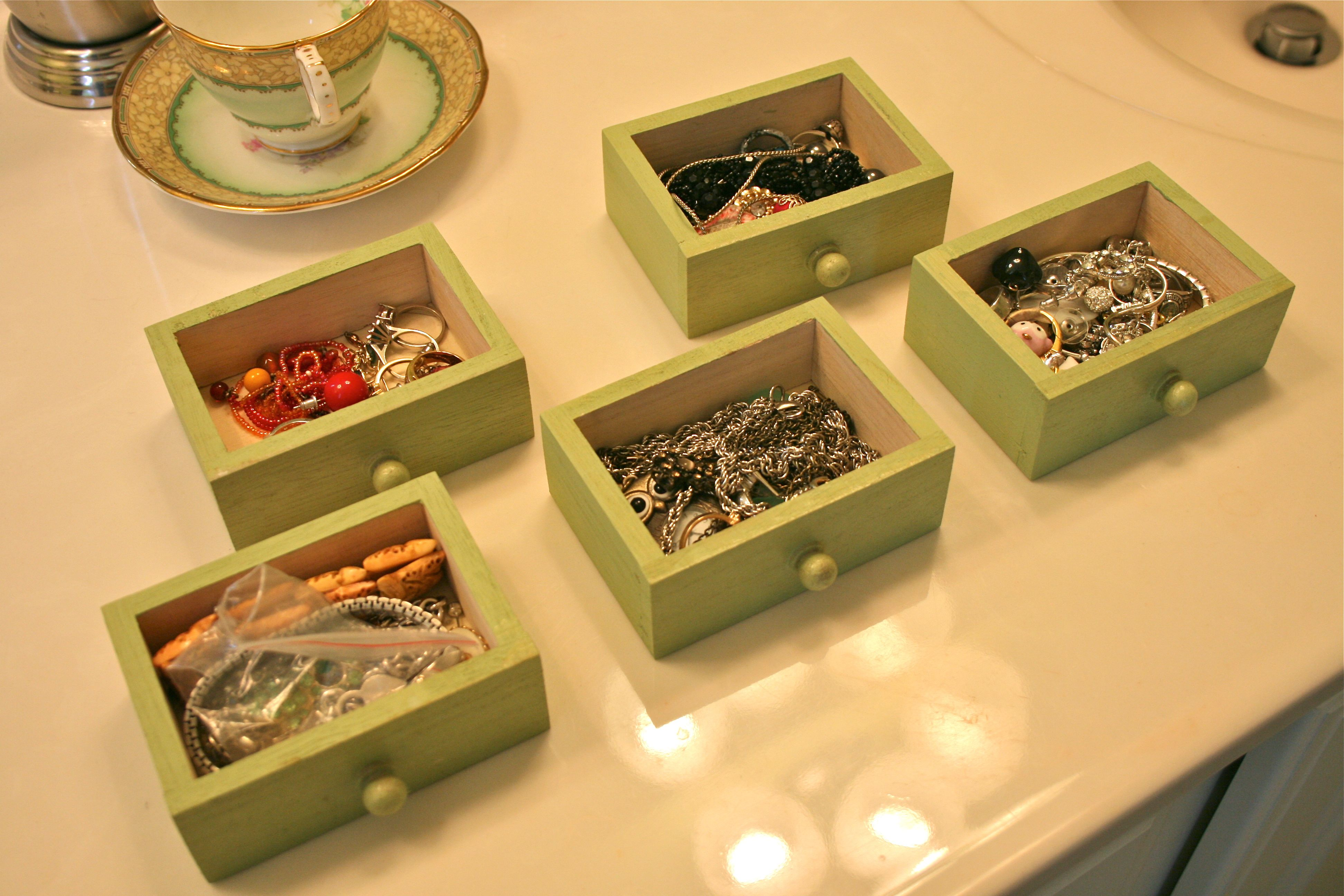 Shadowbox jewelry box Dream Green DIY