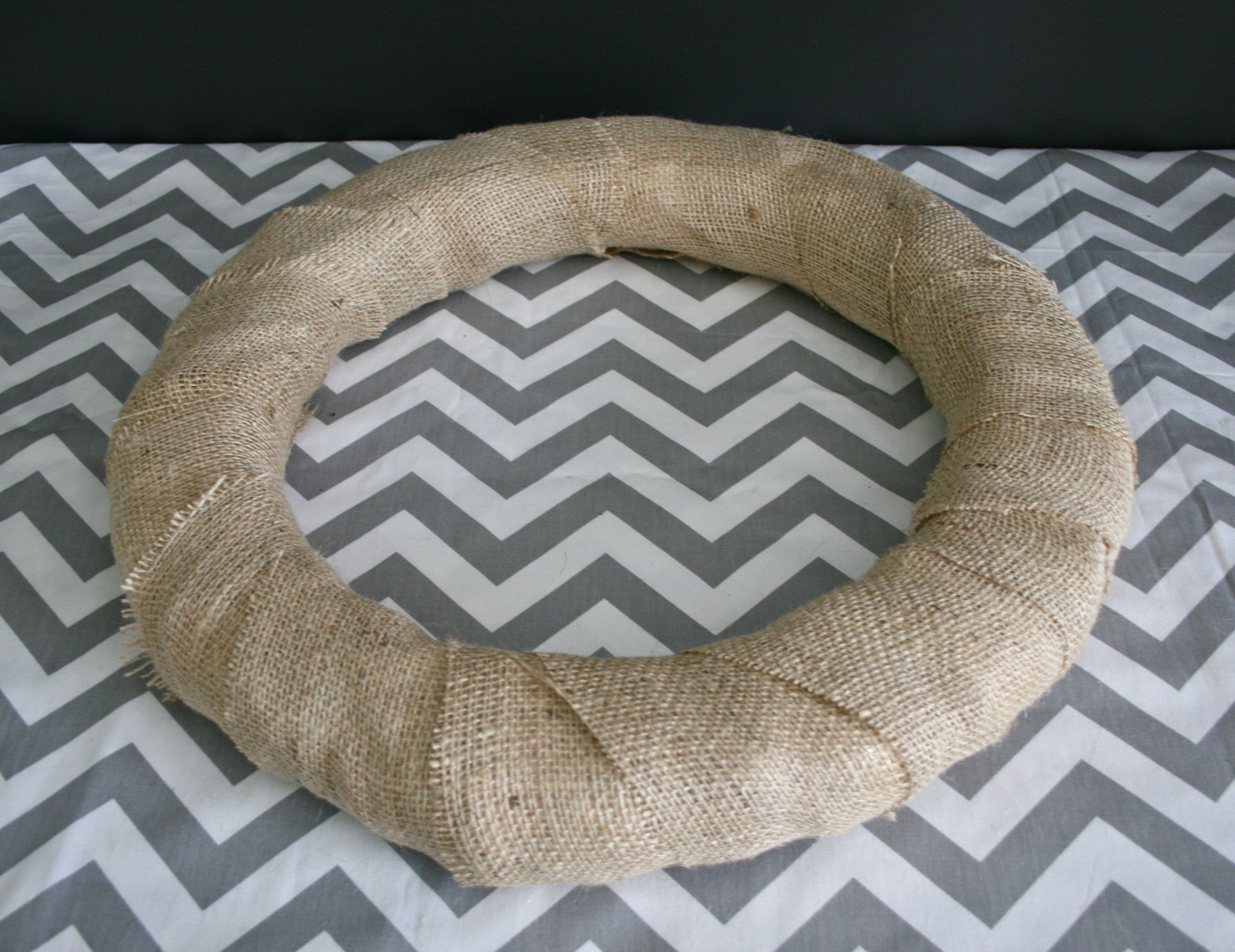 img 2059 burlap wrapped autumn wreath {a tutorial}
