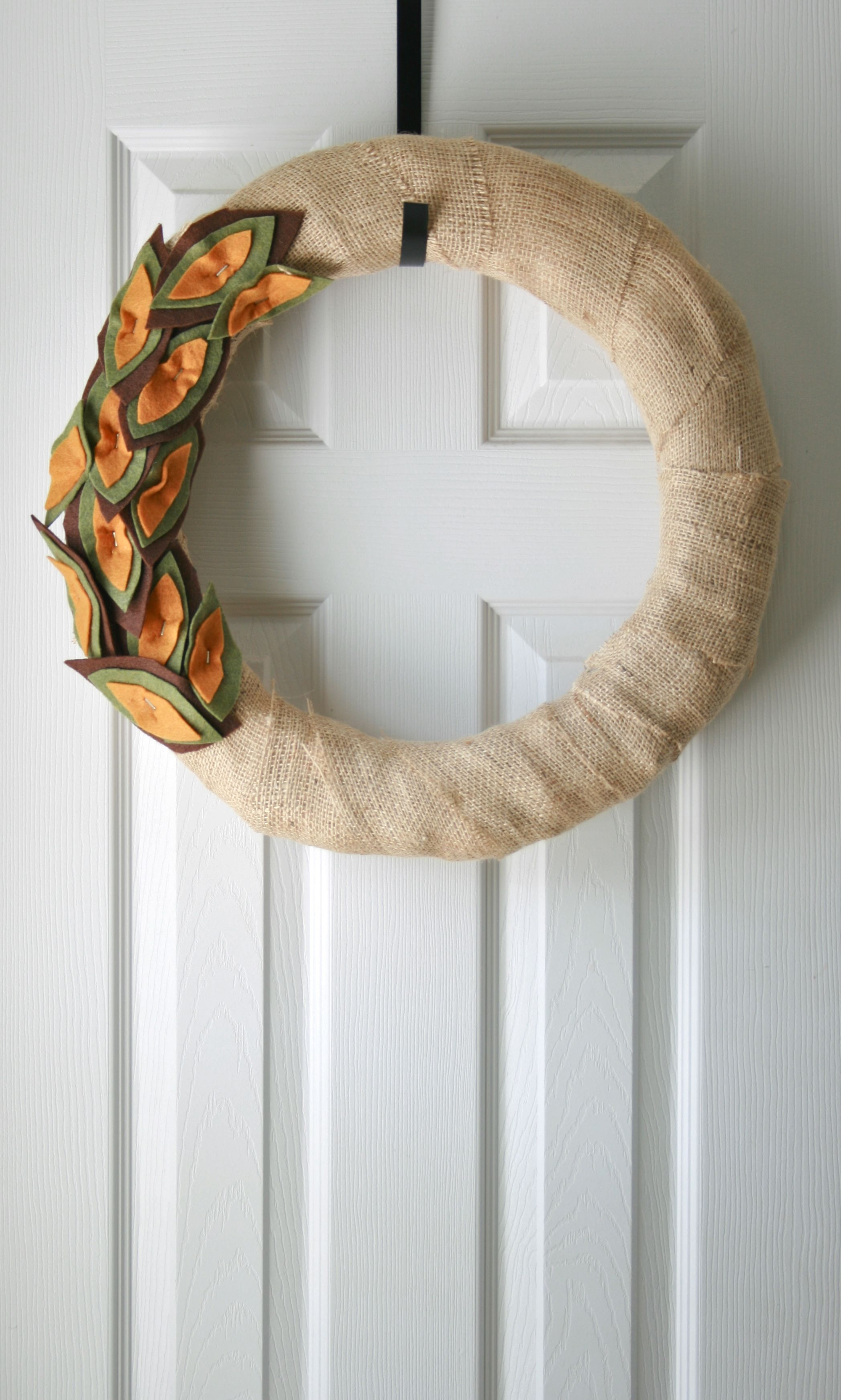 img 2196 burlap wrapped autumn wreath {a tutorial}